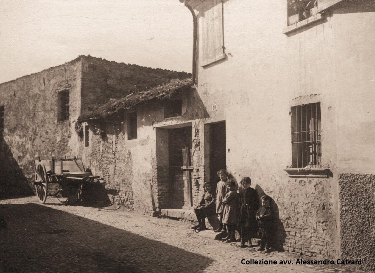 Rimini, 1914. Un vicolo di borgo San Giuliano. Collezione avv. Alessandro Catrani